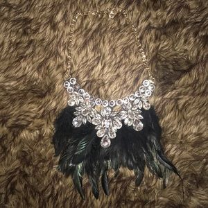 👑 MACY'S FEATHER STATEMENT NECKLACE NEVER WORN